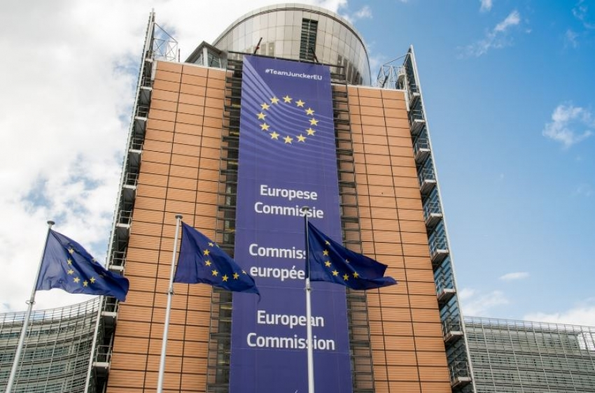 Comisión Europea quiere más transparencia de Google sobre precios de hoteles y vuelos
